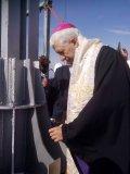 Moment istoric. A fost sfințită crucea amplasată pe catedrala greco-catolică din Piața Cipariu, cea mai mare biserică catolică din România
